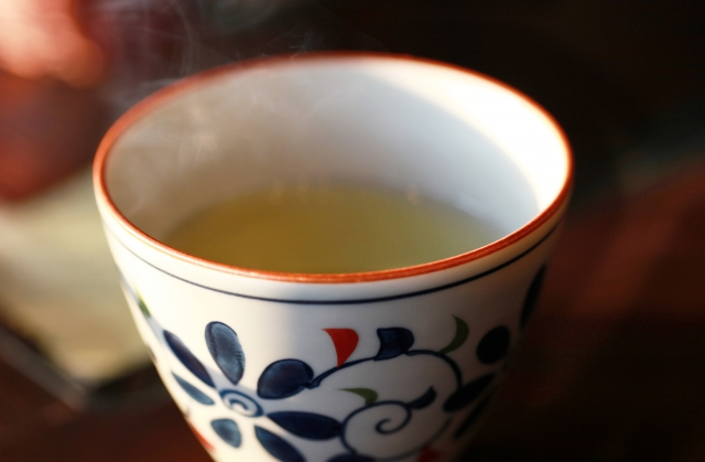 花粉症になった孫にお茶を飲ませてあげよう